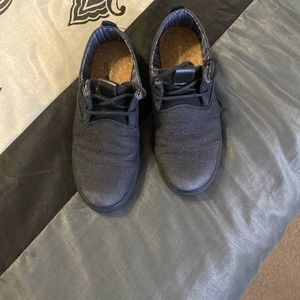 Mountain creek boys sneakers in great condition